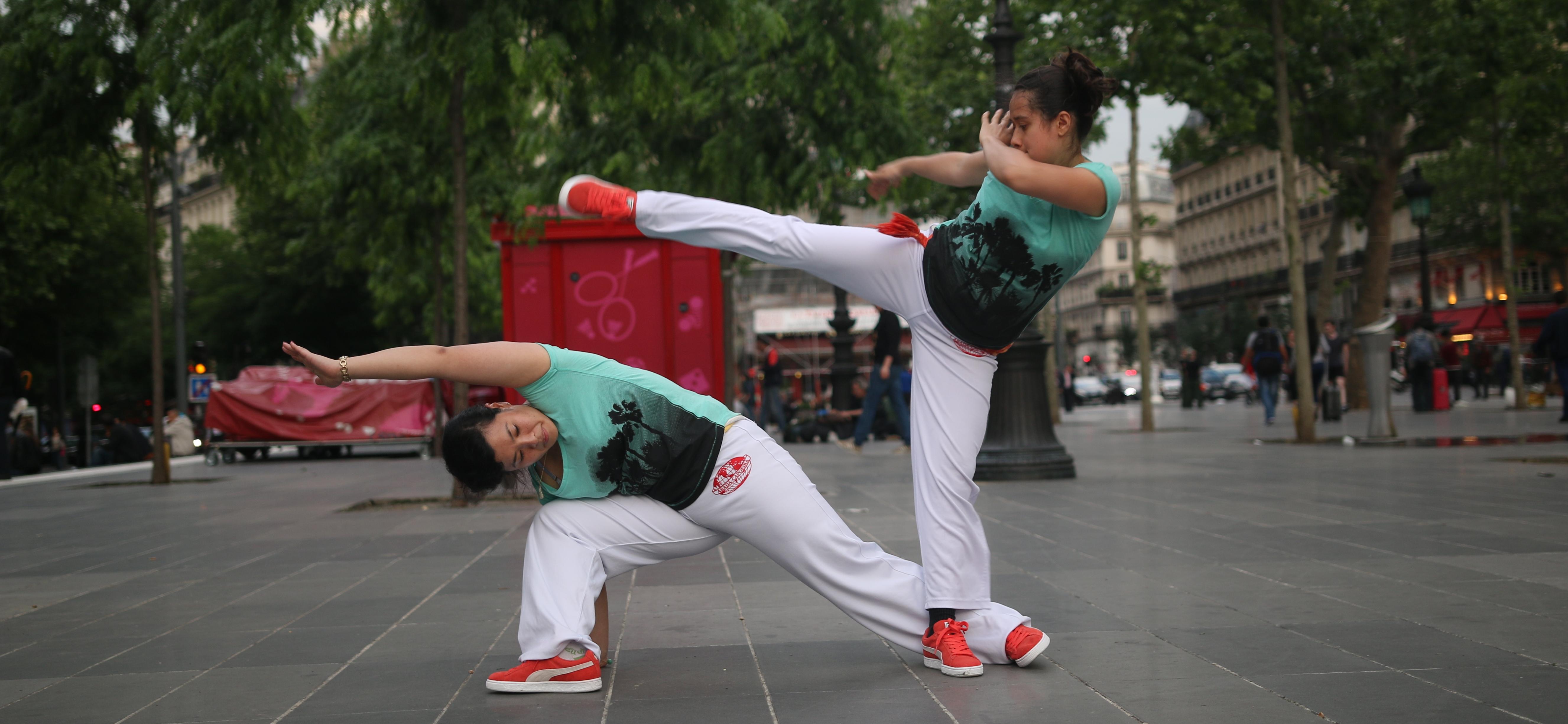 capoeira-paris-dedinha-martelo