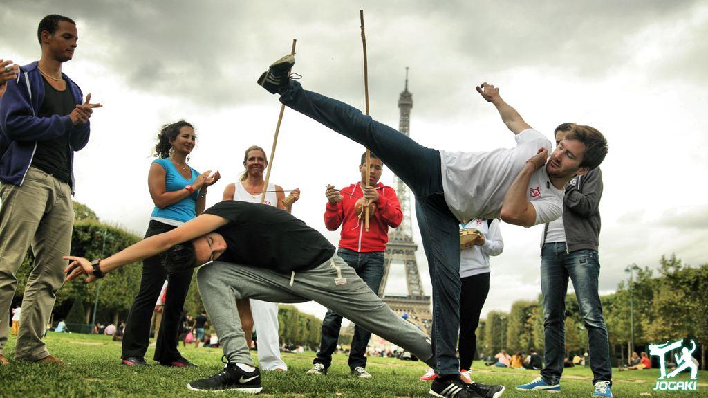 capoeira-paris-coup-de-pied-esquive